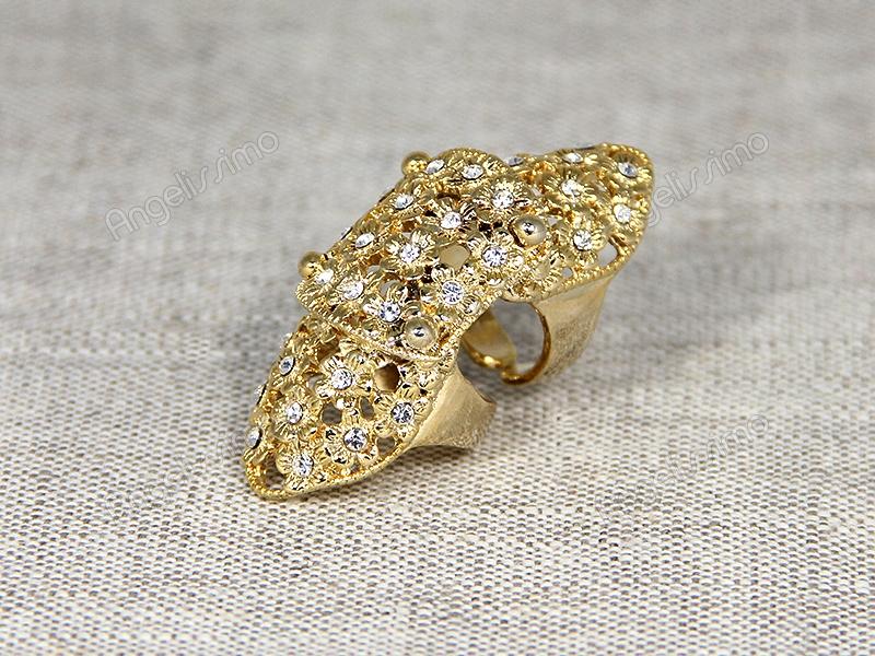 Длинное кольцо золотого цвета с прозрачными стразами