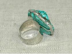 Кольцо из бирюзы голубого цвета