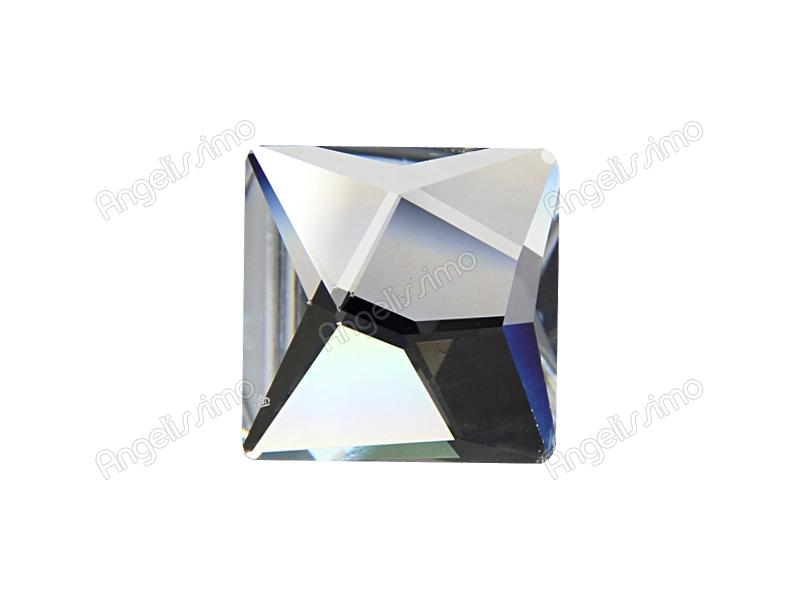 Кольцо прозрачного цвета с кристаллом Swarovski квадратной формы