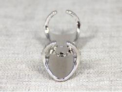 Длинное кольцо серебряного цвета