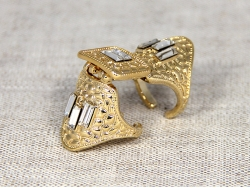 Длинное кольцо золотого цвета