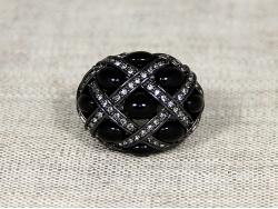 Кольцо с камнями темного цвета и стразами